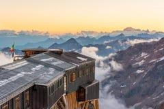 Высокогорный курорт на заходе солнца Стоковые Фото