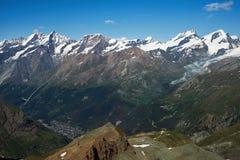 Высокогорный стрелок ландшафта от горы Маттерхорна стоковые изображения rf