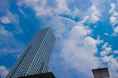 Высокое здание достигая к небу Стоковое Изображение
