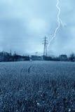 высокое напряжение тока опоры молнии Стоковая Фотография
