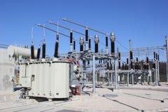 высокое напряжение тока подстанции Стоковая Фотография