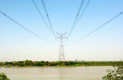 высокое напряжение тока полюса Стоковые Изображения RF