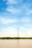 высокое напряжение тока полюса Стоковое Изображение