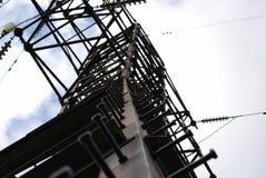 высокое напряжение тока полюса стоковая фотография rf