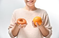 Высококалорийная вредная пища с здоровой едой Стоковые Изображения RF
