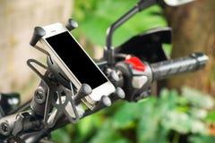 Высококачественные навигатор GPS или держатель смартфона для путешествовать мотоцикл стоковые фотографии rf