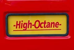 Высокооктановый знак на классическом насосе для подачи топлива Стоковые Изображения