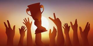 Высокопоставленные спортсмены поднимают их чашку победителей и поднимают их оружия в знаке победы бесплатная иллюстрация