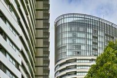 Высокорослые жилые дома на олимпийском парке, Сиднее, Австралии стоковые фотографии rf