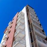 Высокорослые кондоминиум или жилой дом Стоковые Фотографии RF