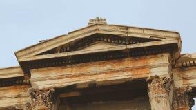 Высокорослые пилястры увенчали с ионным architrave, стробом Hadrian в греческой столице видеоматериал