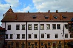 Высокорослые steeples и башни, крыша старого, старого средневекового барочного замка, ренессанса, готического в центре Европы стоковое изображение