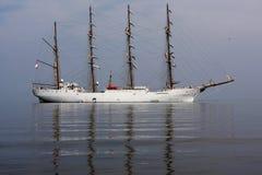 Высокорослый корабль поставленный на якорь с берега, островов Ballestas, Перу Стоковая Фотография RF