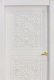 Высокорослая белая дверь Стоковые Фотографии RF