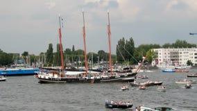 Высокорослое парусное судно на ветриле Амстердаме видеоматериал