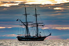 Высокорослый корабль на заходе солнца Стоковые Фотографии RF