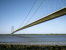 Высокорослый мост над рекой. Стоковые Изображения