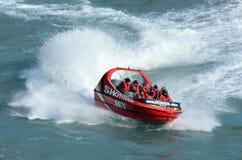 Высокоскоростная езда шлюпки двигателя - Queenstown NZ Стоковое Изображение