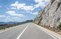 Высокоскоростная проселочная дорога среди гор Стоковые Фотографии RF