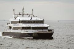 Высокоскоростное пассажирское судно M/V Iyanough возвращающ от канюков Стоковая Фотография