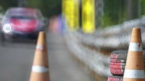 Высокоскоростной гоночный автомобиль в цепи сток-видео