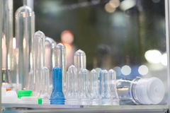 Высокотехнологичный пластичный изготовлять бутылки промышленный Стоковые Фотографии RF