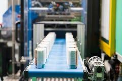 Высокотехнологичный пластичный изготовлять чашки промышленный Стоковые Фотографии RF