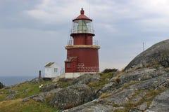 Высок-установленный маяк в Норвегии, на острове Utsira Стоковое Изображение RF