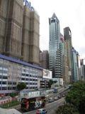 Высотные здания в современном горизонте залива мощеной дорожки, Гонконга стоковое фото