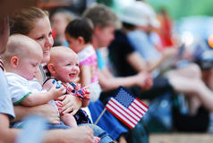 Выставка американского флага на 4-ом из парада в июле Стоковое фото RF