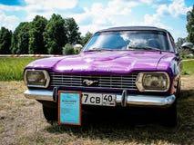 Выставка винтажных автомобилей в деревне Polotnyany Zavod, зоны Kaluga, России Стоковое фото RF