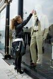 выставка девушки сторон к окну Стоковое Изображение
