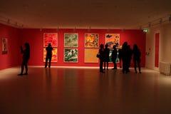 Выставка картины в музее с людьми Стоковая Фотография RF