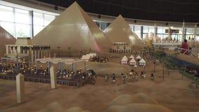 Выставка модель-макетов Египта сделала частей Lego в Miniland Legoland на парках Дубай и прибегает видео отснятого видеоматериала видеоматериал