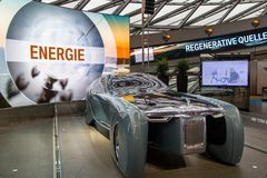 Выставка на музее BMW представляет смелейший автомобиль концепции будущего - роскошного 103EX-Rolls-Royce ЗРЕНИЯ ЗАТЕМ 100, Мюнхе Стоковые Фото