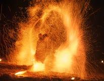 Выставка огня изумляя на ноче Стоковые Фото