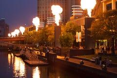 Выставка огня казино кроны на ноче Стоковое Изображение RF