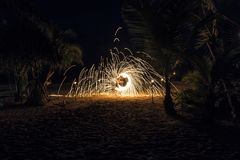 Выставка огня на пляже Стоковое Изображение