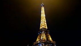 Выставка представления Эйфелевой башни светлая в Париже, Франция, видеоматериал