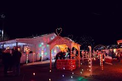 Выставка света деревни рождества Стоковая Фотография