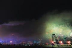 Выставка фейерверков на гавани Виктории в Гонконге стоковое фото rf
