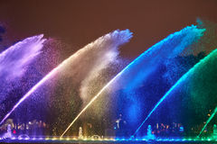 Выставка фонтана ночи красочная Стоковая Фотография RF