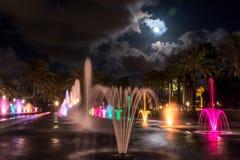 Выставка фонтана света ночи Salouстоковая фотография