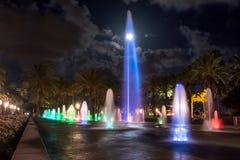 Выставка фонтана света ночи Salouстоковые фотографии rf