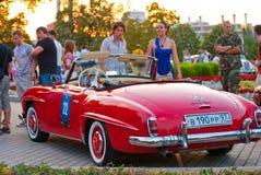 выставка mercedes benz 190 паркуя красный sl Стоковая Фотография RF