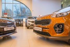 Выставочный зал и автомобиль дилерских полномочий Kia в городе Kirov в 2016 Стоковое Изображение RF