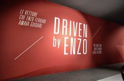 Выставочный зал предназначенный к моделям которыми Enzo Феррари полюбил управлять лично стоковые изображения