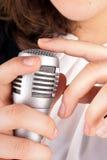 Выстукивать на микрофоне Стоковые Изображения RF