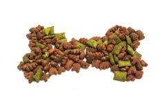 Высушенная еда для собаки/щенка или кота Стоковая Фотография RF