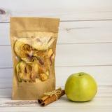 Высушенное яблоко с циннамоном Стоковые Фото